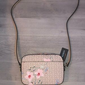 Guess floral print crossbody <3